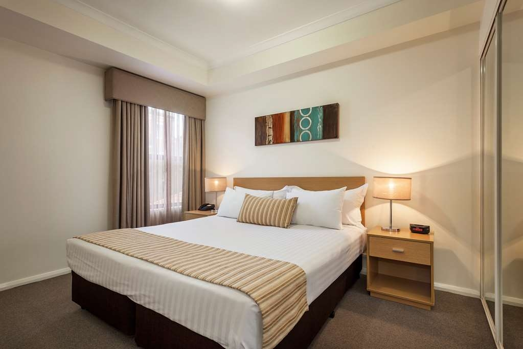 Best Western Northbridge Apartments - Three Bedroom Apartment Main Bedroom
