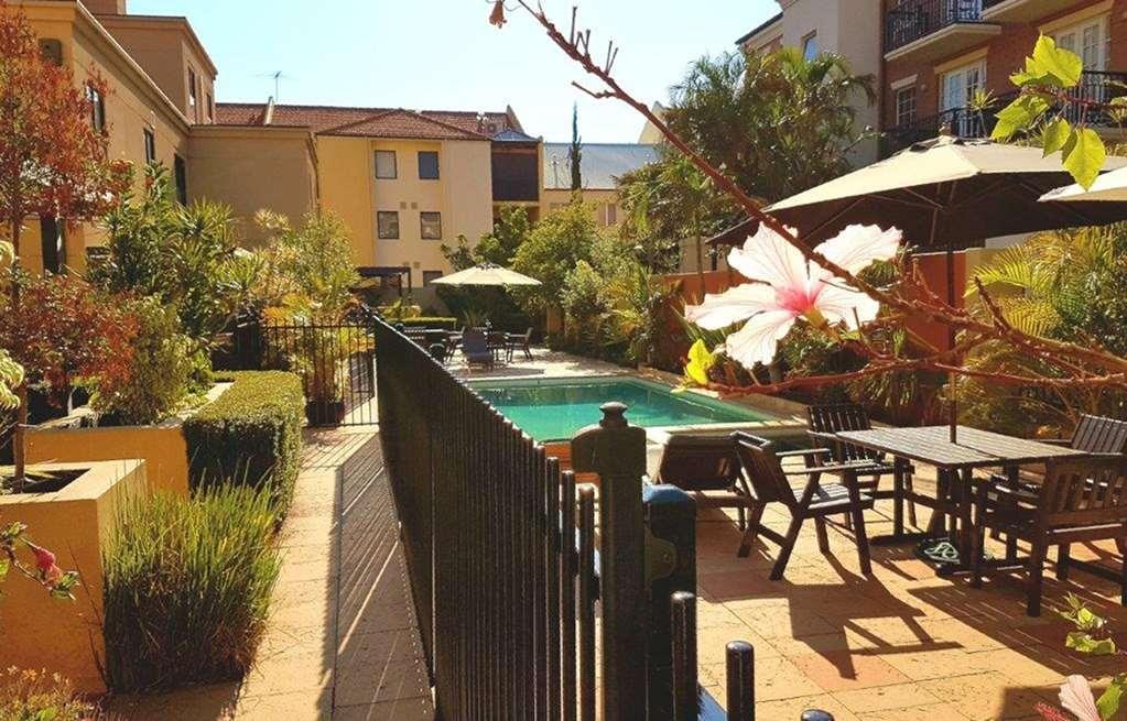 Best Western Northbridge Apartments - Vue de la piscine