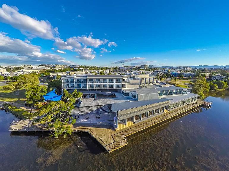 Best Western Plus North Lakes Hotel - Façade