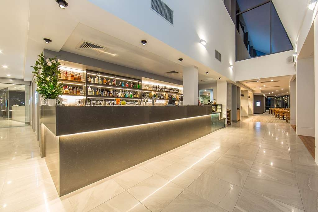 Best Western Plus North Lakes Hotel - Bar/Lounge