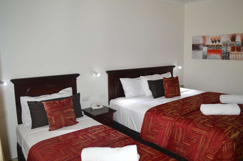 Best Western Marco Polo Mackay - Superior Guest Room with One King Size Bed and One Single Bed