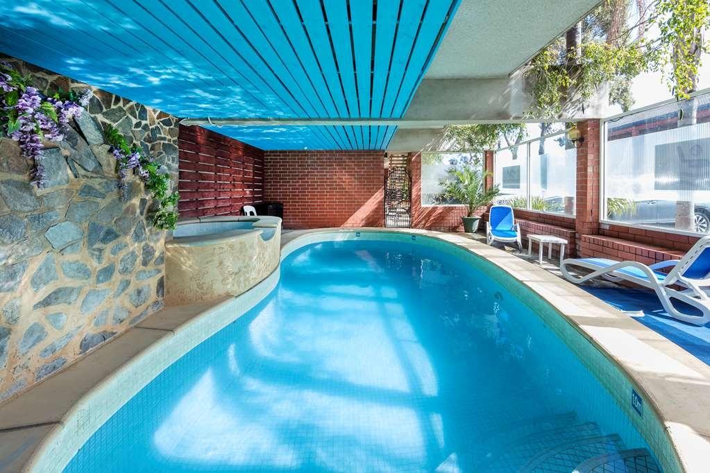 Best Western Adelaide Granada Motor Inn - Vista de la piscina
