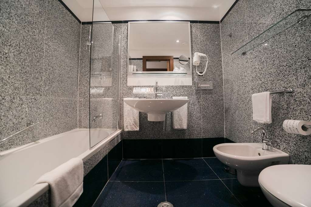Best Western Plus Hotel Universo - Bathroom Economy Double