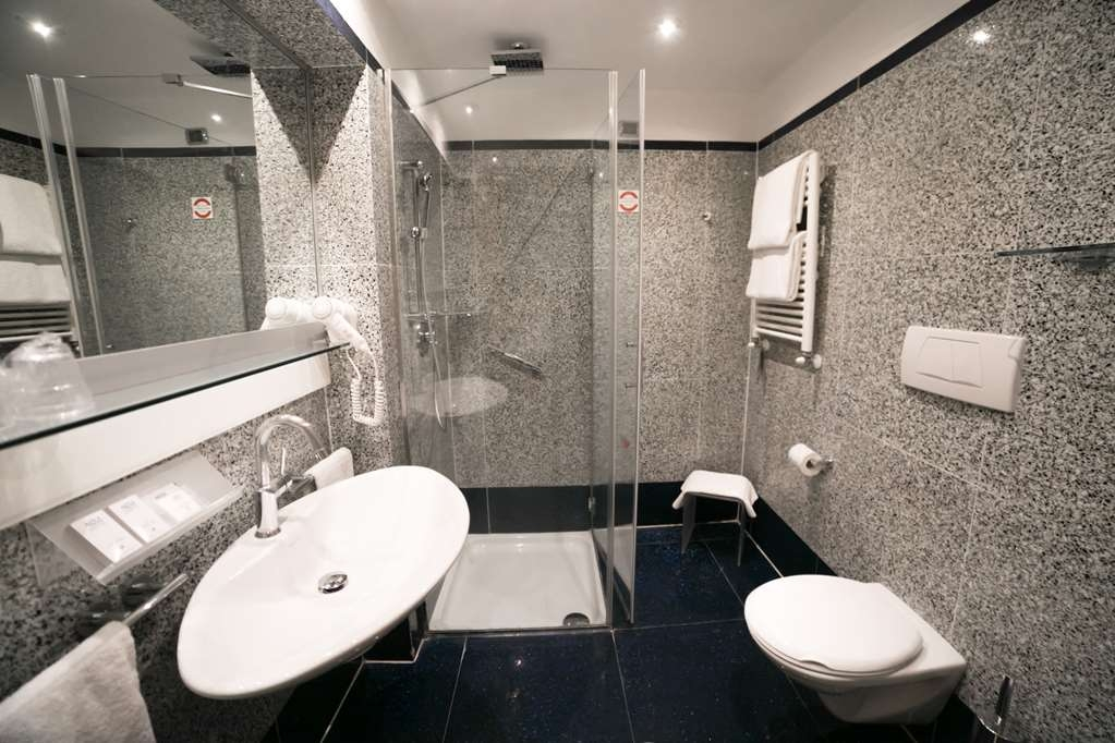 Best Western Plus Hotel Universo - Bathroom