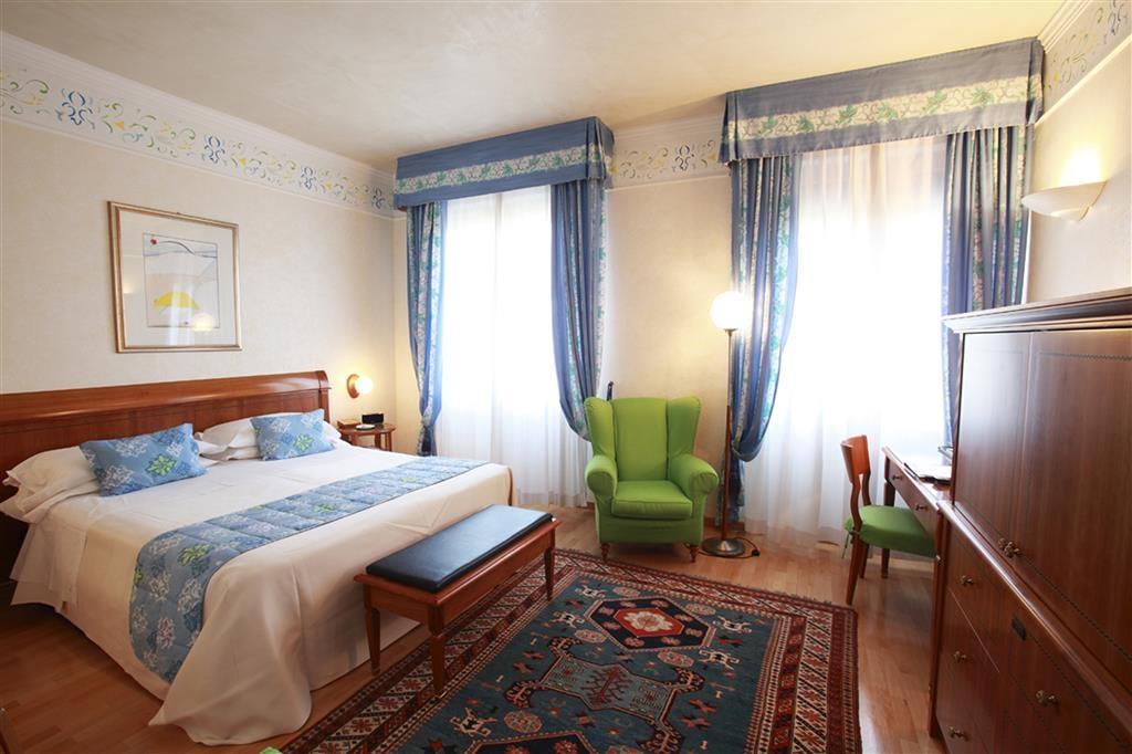 Best Western Hotel Firenze - King Bed Guest Room