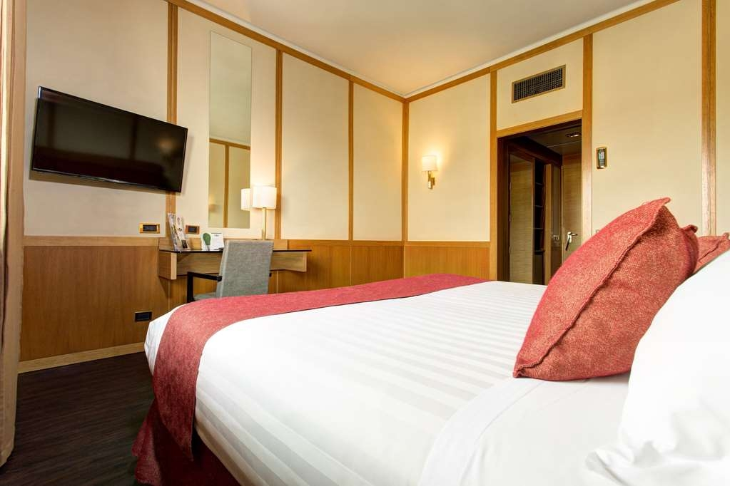 Best Western Hotel President - Double Room - King Bed