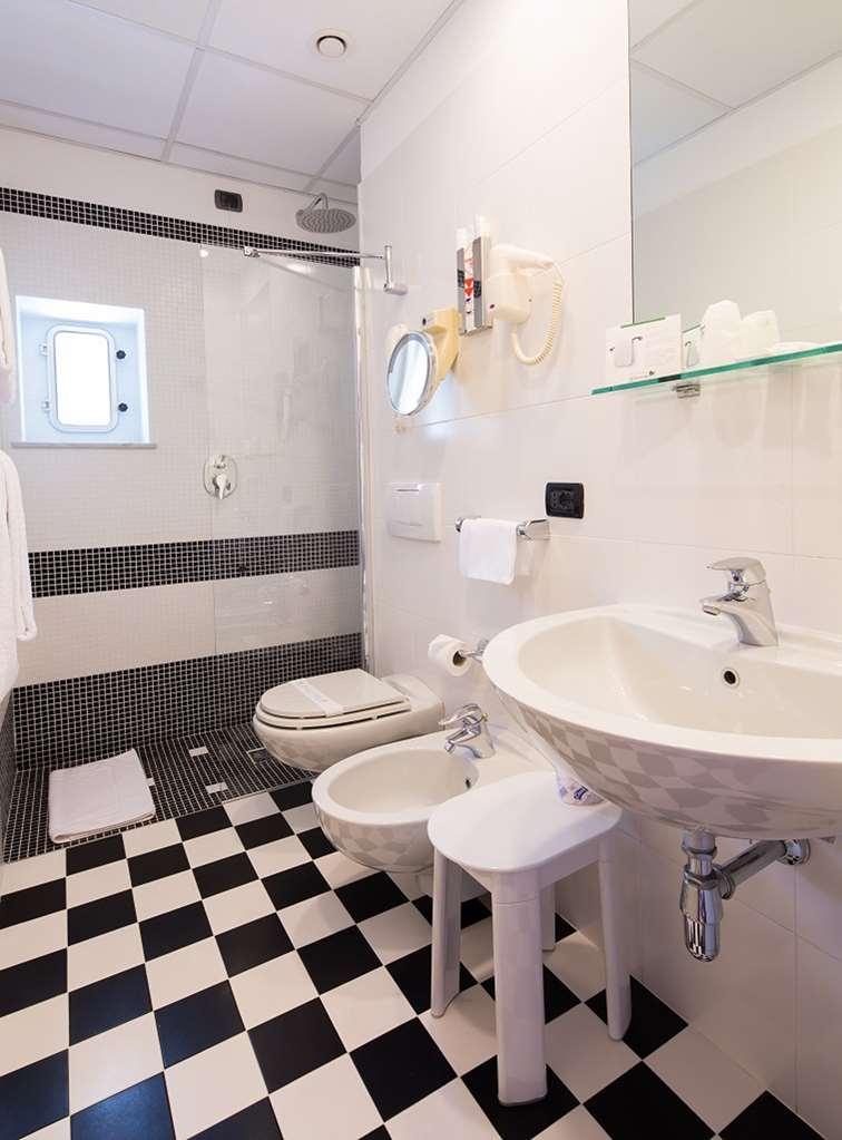 Best Western Regina Elena - Bathroom Standard