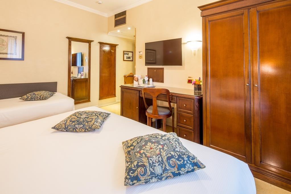 Best Western Plus Hotel Galles - Standard Triple Guest Room