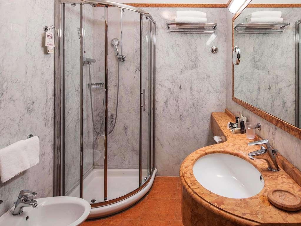 Best Western Plus Hotel Galles - Standard Bathroom