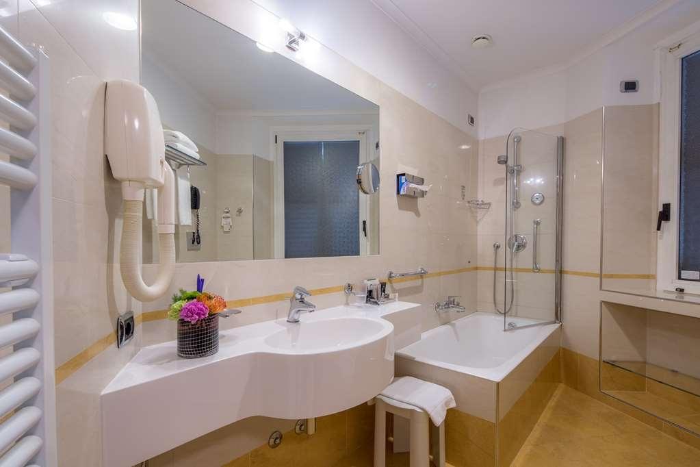 Best Western Plus Hotel Galles - Guest Bathroom