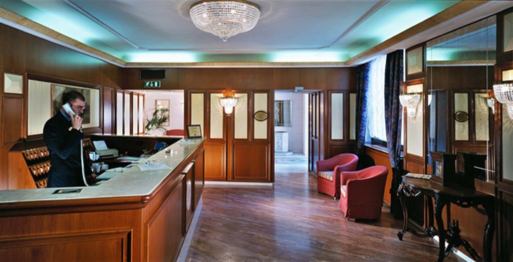 Best Western Hotel San Donato - Reception Desk