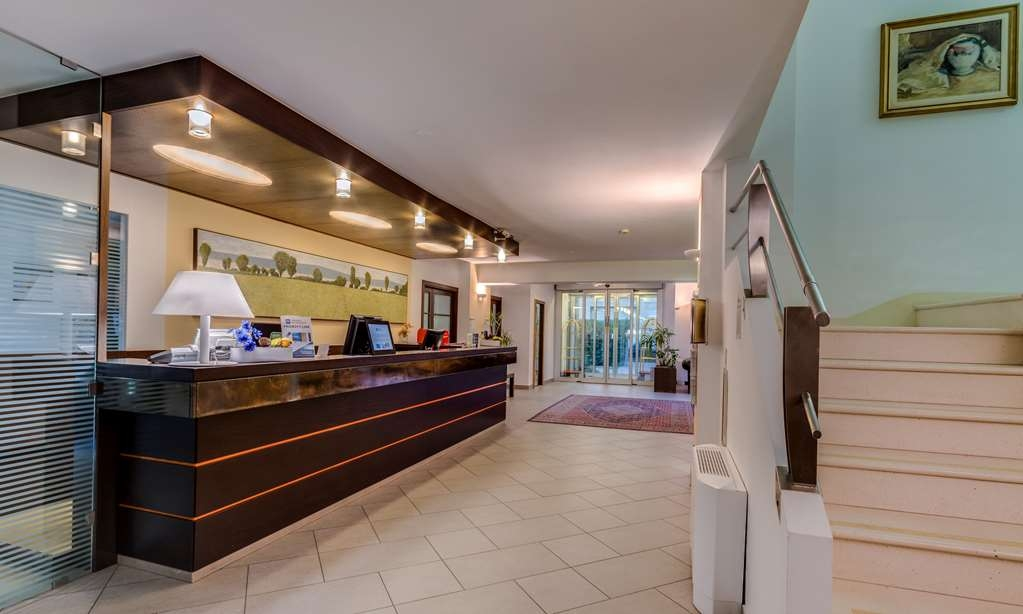 Best Western City Hotel - Vista del vestíbulo