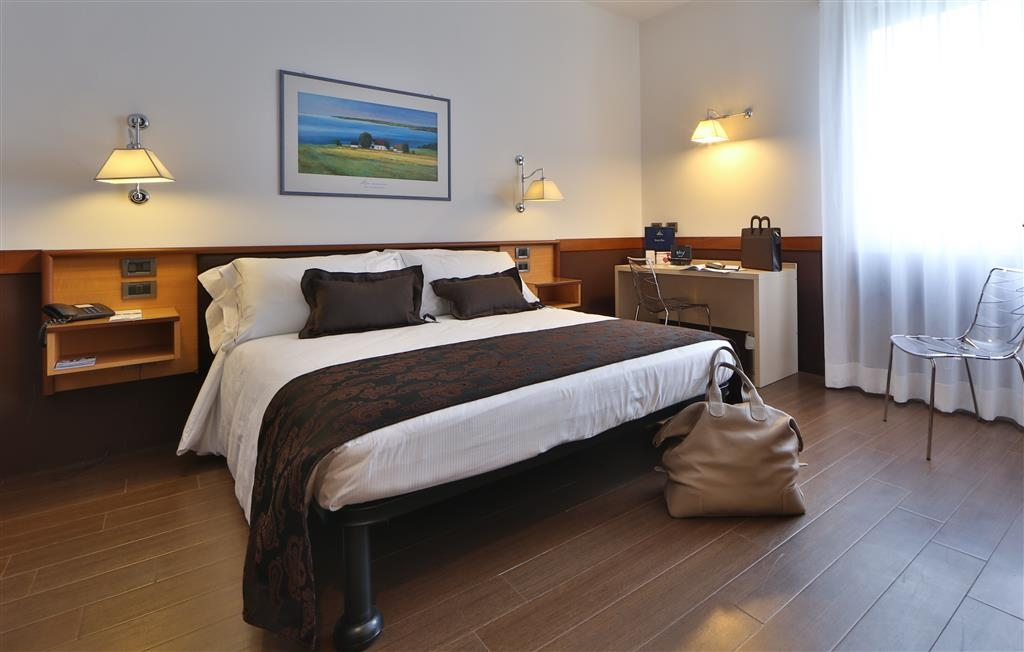 Best Western Hotel Biri - Superior King Bed Guest Room