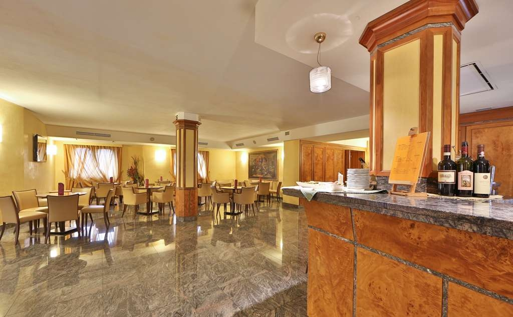 Best Western Grand Htl Guinigi - Bar/Salón