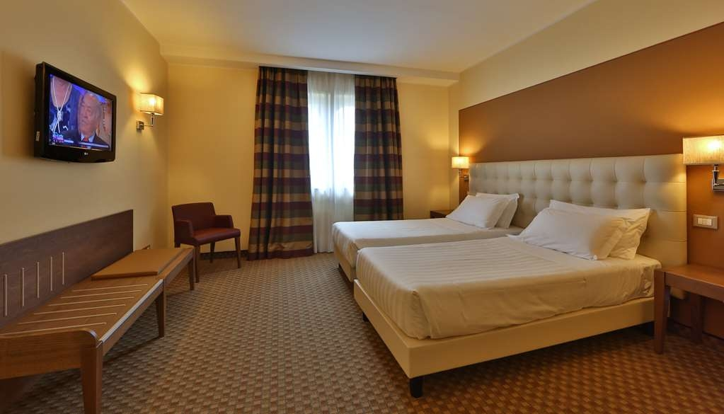Best Western Grand Htl Guinigi - Two Twin Bed Guest Room