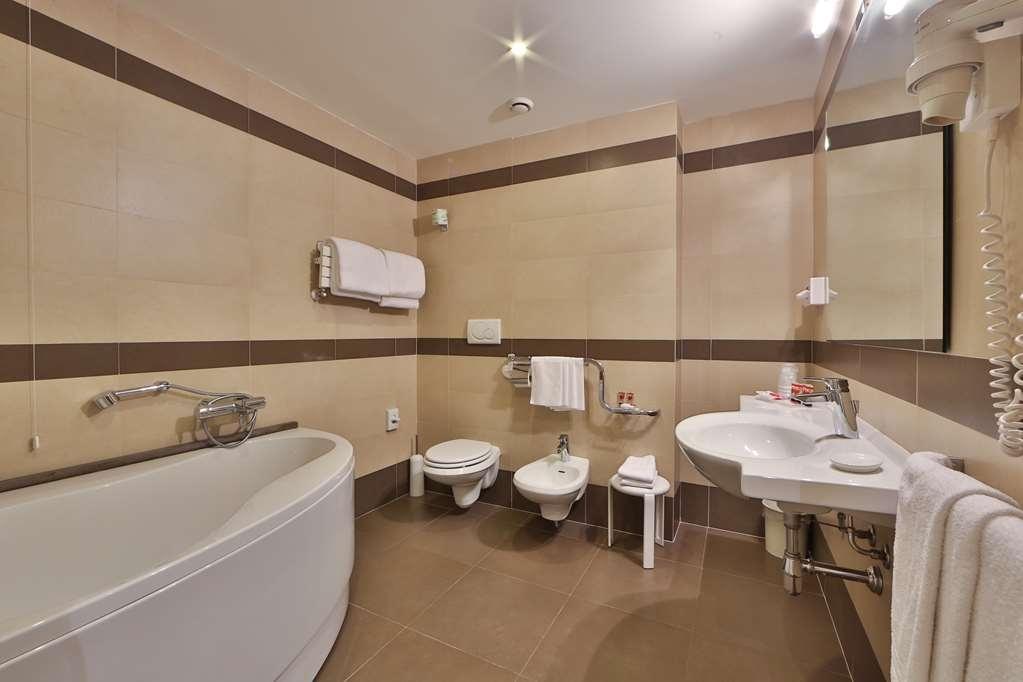 Best Western Grand Htl Guinigi - Badezimmer
