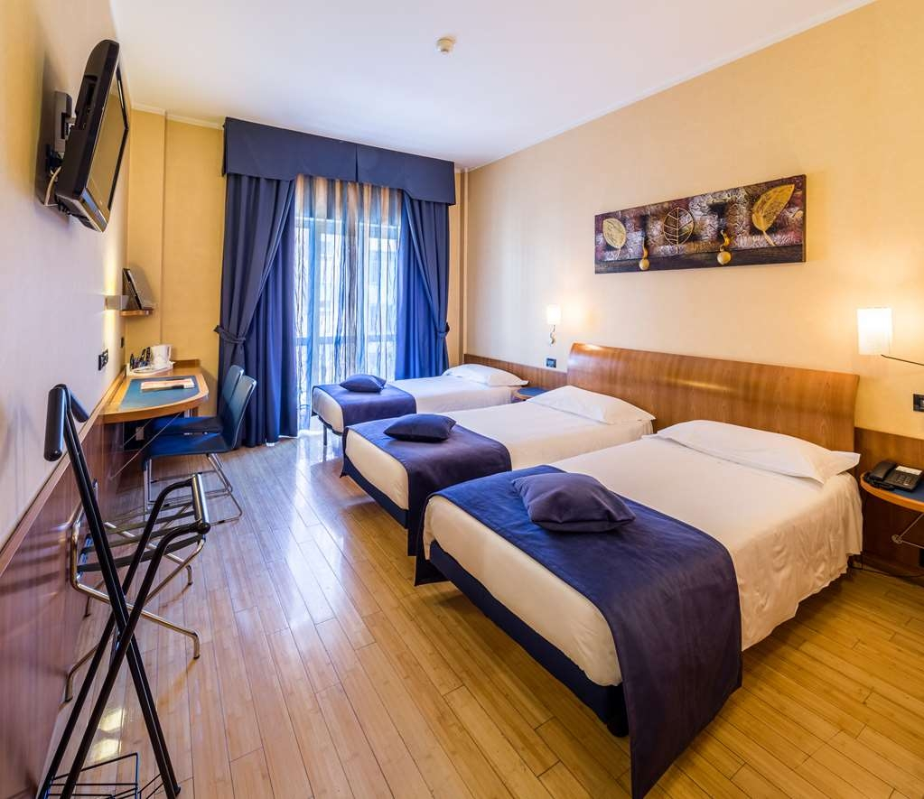 Best Western Hotel Luxor - Three Twin Bed Guest Room