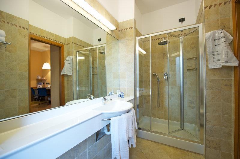 Best Western Hotel Luxor - Junior Suite Bathroom