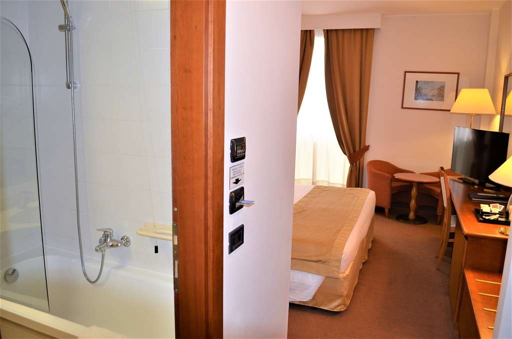 Best Western Park Hotel - Standard Double Bed Guest Room + Bathroom