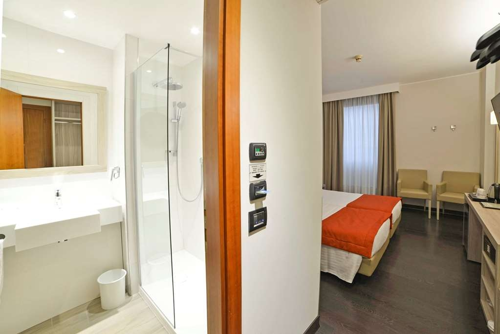 Best Western Park Hotel - Standard Two Twin Bed Guest Room + Bathroom