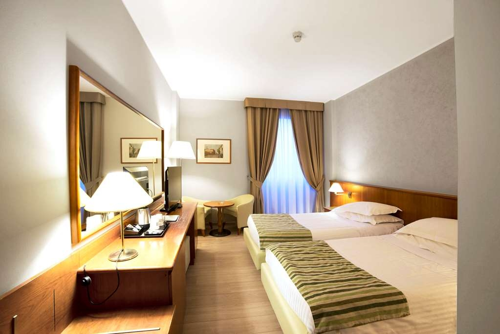 Best Western Park Hotel - Standard Two Twin Bed Guest Room