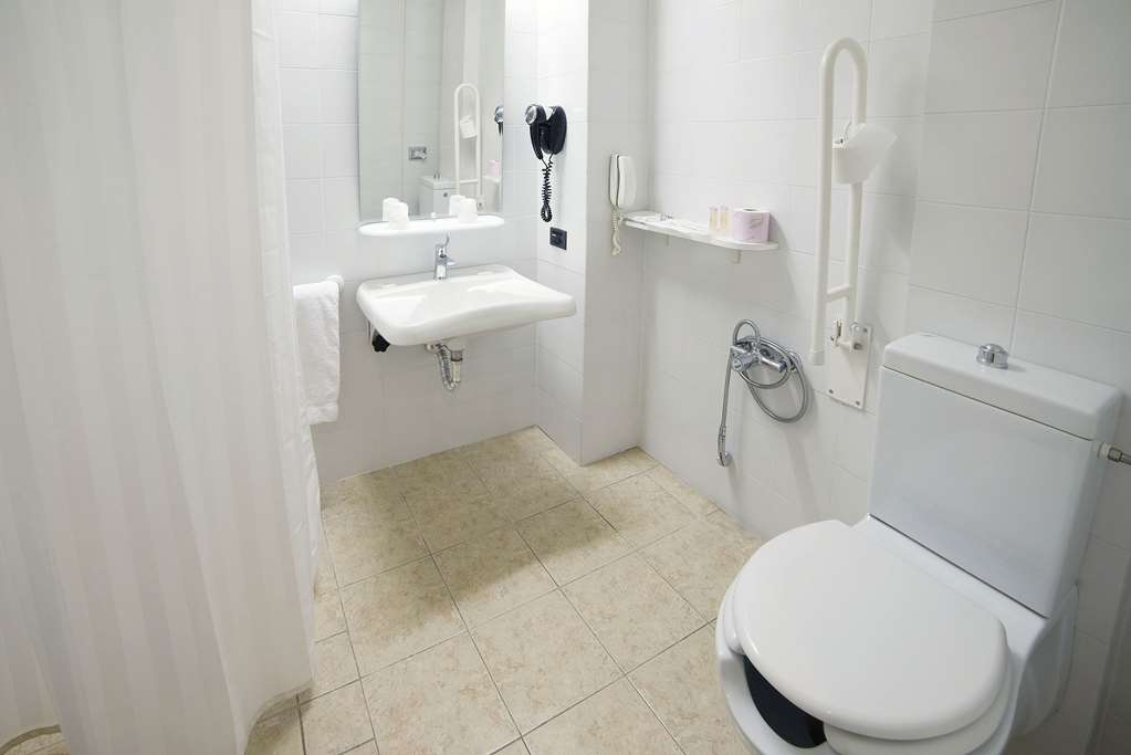 Best Western Park Hotel - Bathroom with facilities for disabled people