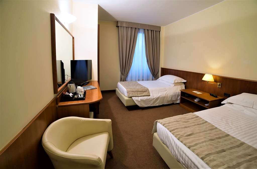 Best Western Park Hotel - Room at zero floor - bathroom with facilities for disabled people