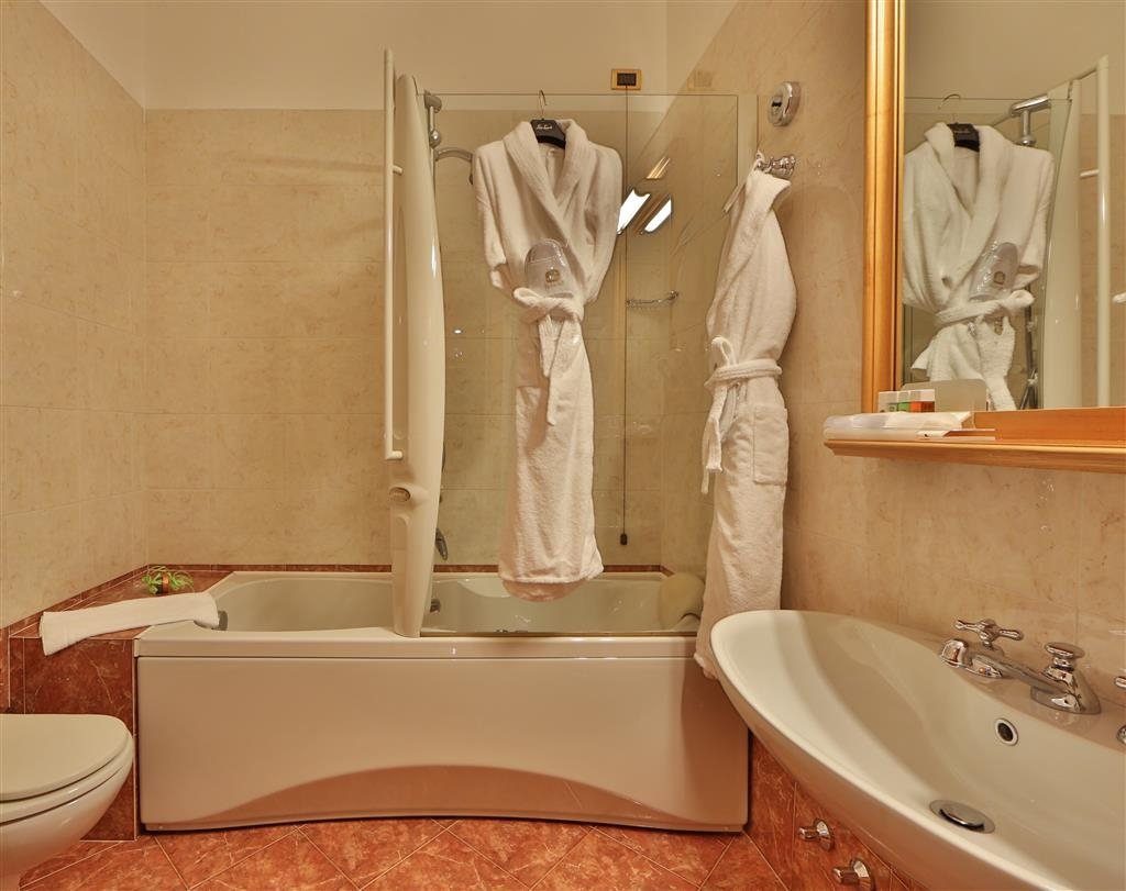 Best Western Hotel Cappello D'Oro - Guest Bathroom