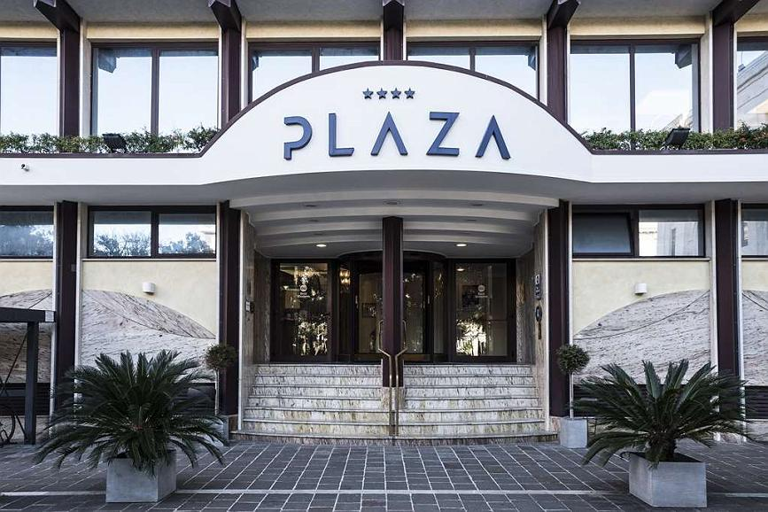 Best Western Hotel Plaza - Hotel Plaza Entrance