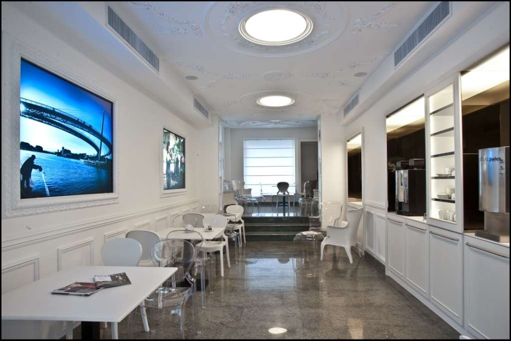 Best Western Hotel Plaza - Hospitality bar is a free area with coffee and snack self-service, for working and chatting