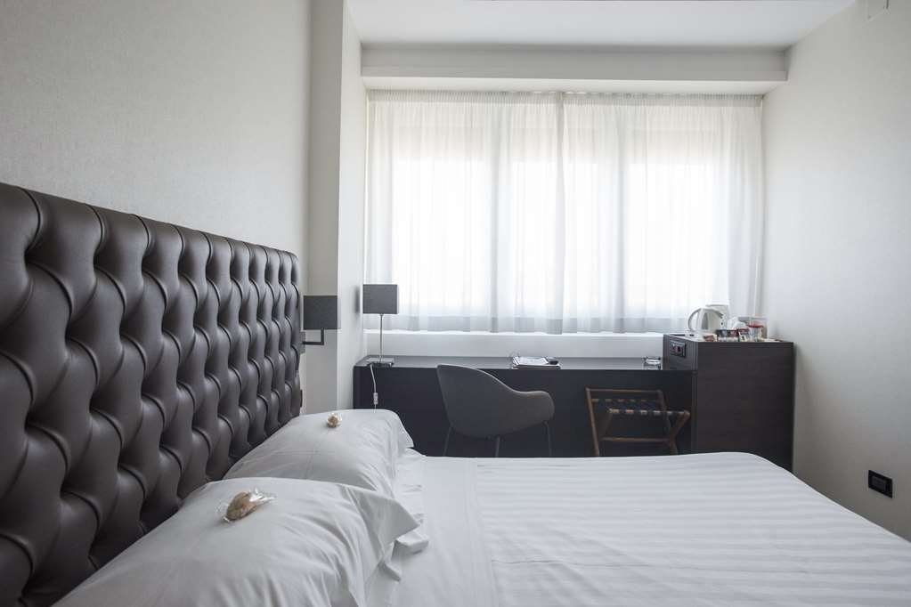 Best Western Hotel Plaza - Recently renovated, the Classic Double Room represent the ideal solution for one or two guests traveling for business or on holiday who want to restore after a long trip or to visit the center of Pescara, seaside town.