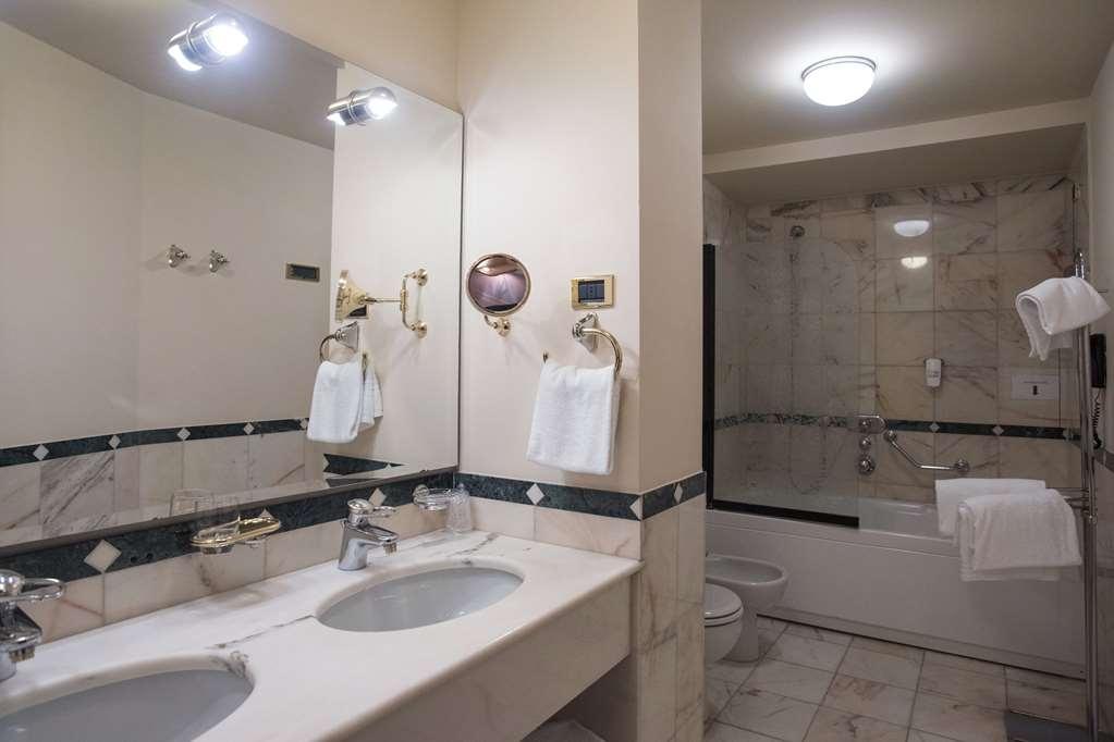Best Western Hotel Plaza - Suite Bathroom