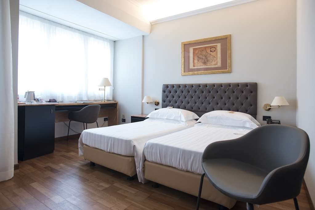 Best Western Hotel Plaza - Recently renovated, the Comfort Double Room represent the ideal solution for one or two guests traveling for business or on holiday who want to restore after a long trip or to visit the center of Pescara, seaside town.