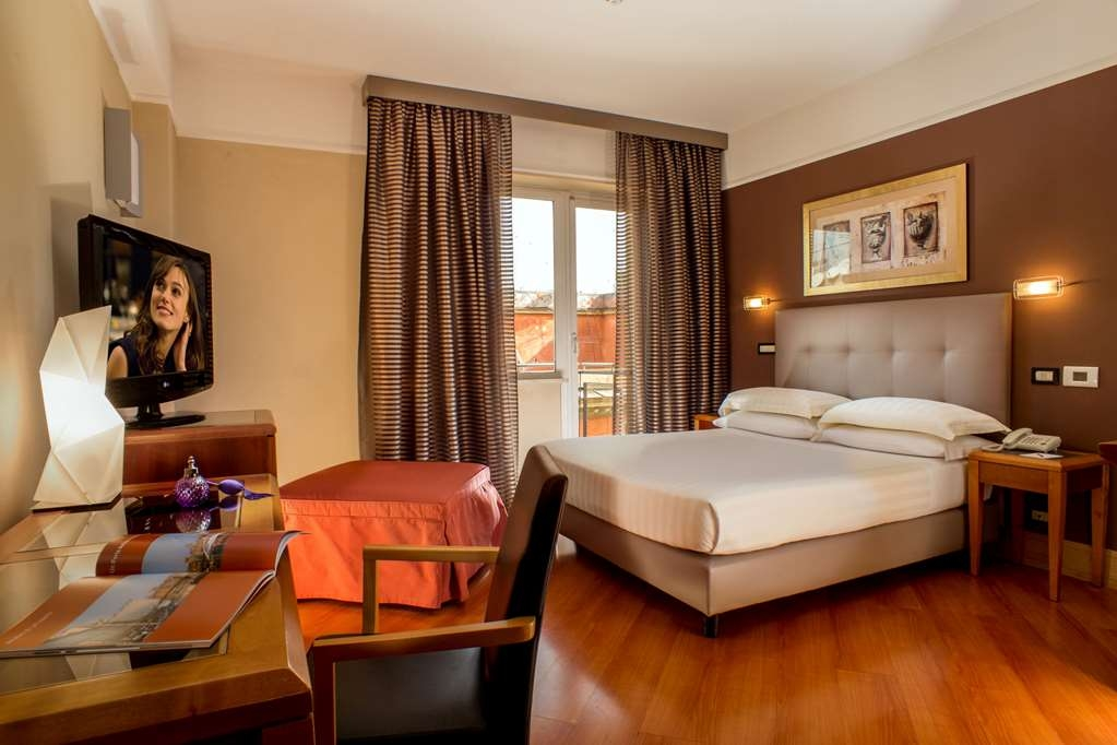 Best Western Plus Hotel Spring House - Queen/Single Bed Guest Room