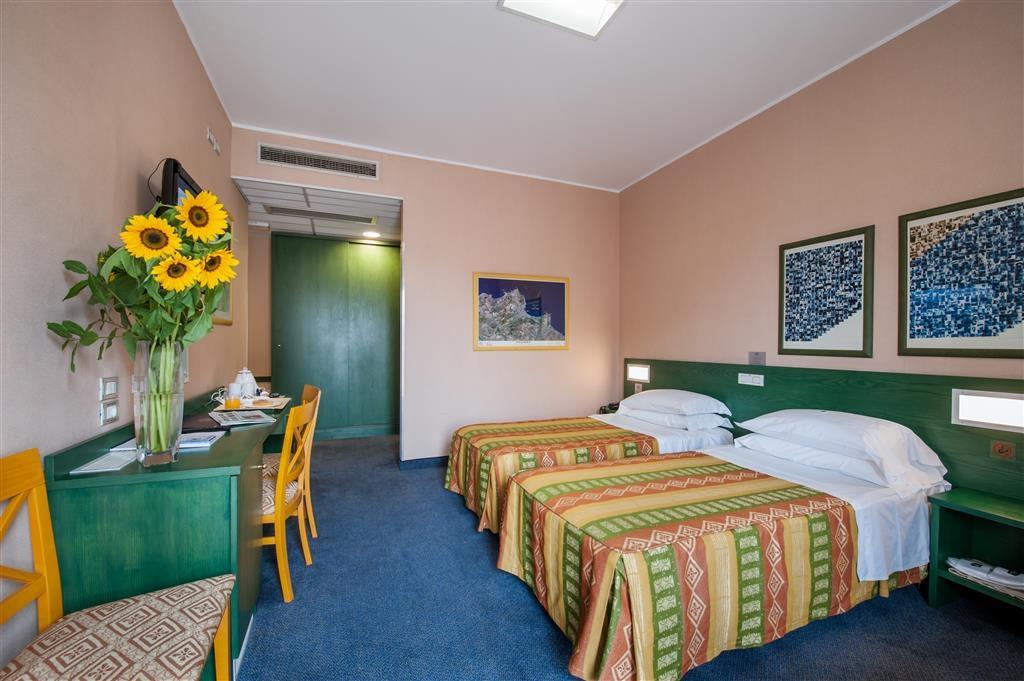 Best Western Hotel Mediterraneo - Gästezimmer/ Unterkünfte
