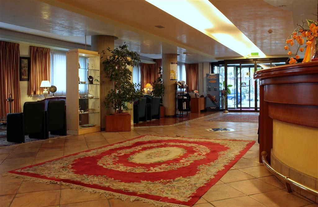 Best Western Hotel Dei Cavalieri - Vestíbulo