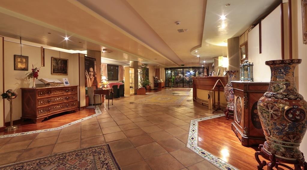Best Western Hotel Dei Cavalieri - Vista del vestíbulo