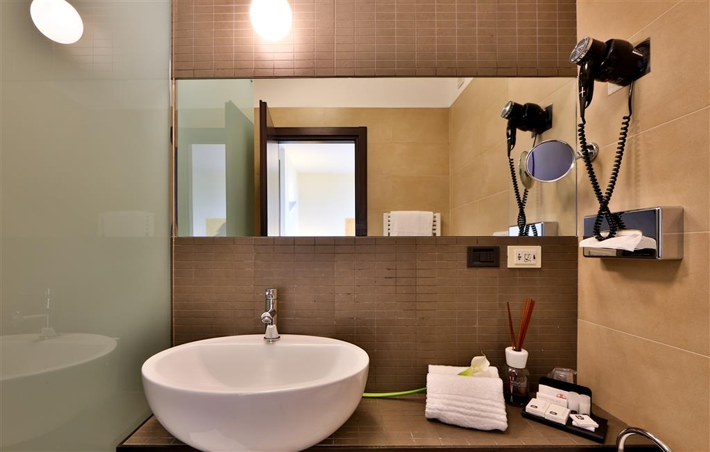 Best Western Plus Hotel Farnese - Guest Bathroom