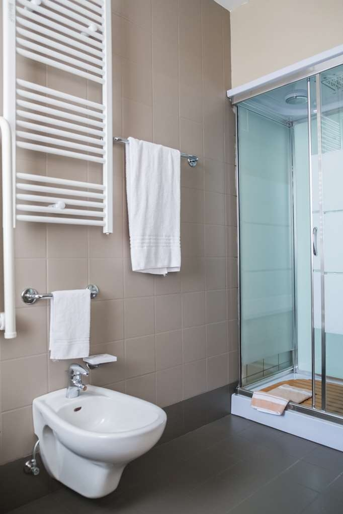 Jet Hotel, Sure Hotel Collection by Best Western - Bathroom