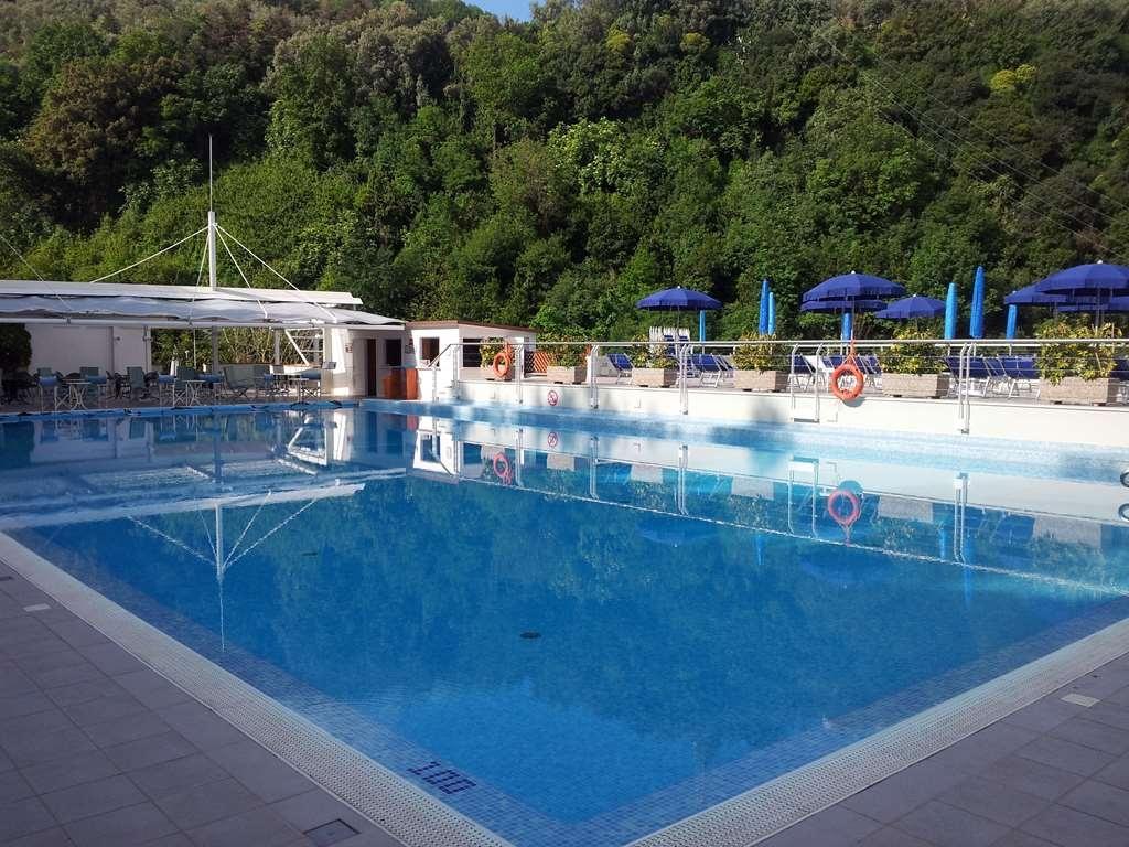 Best Western Hotel La Solara - Vue de la piscine