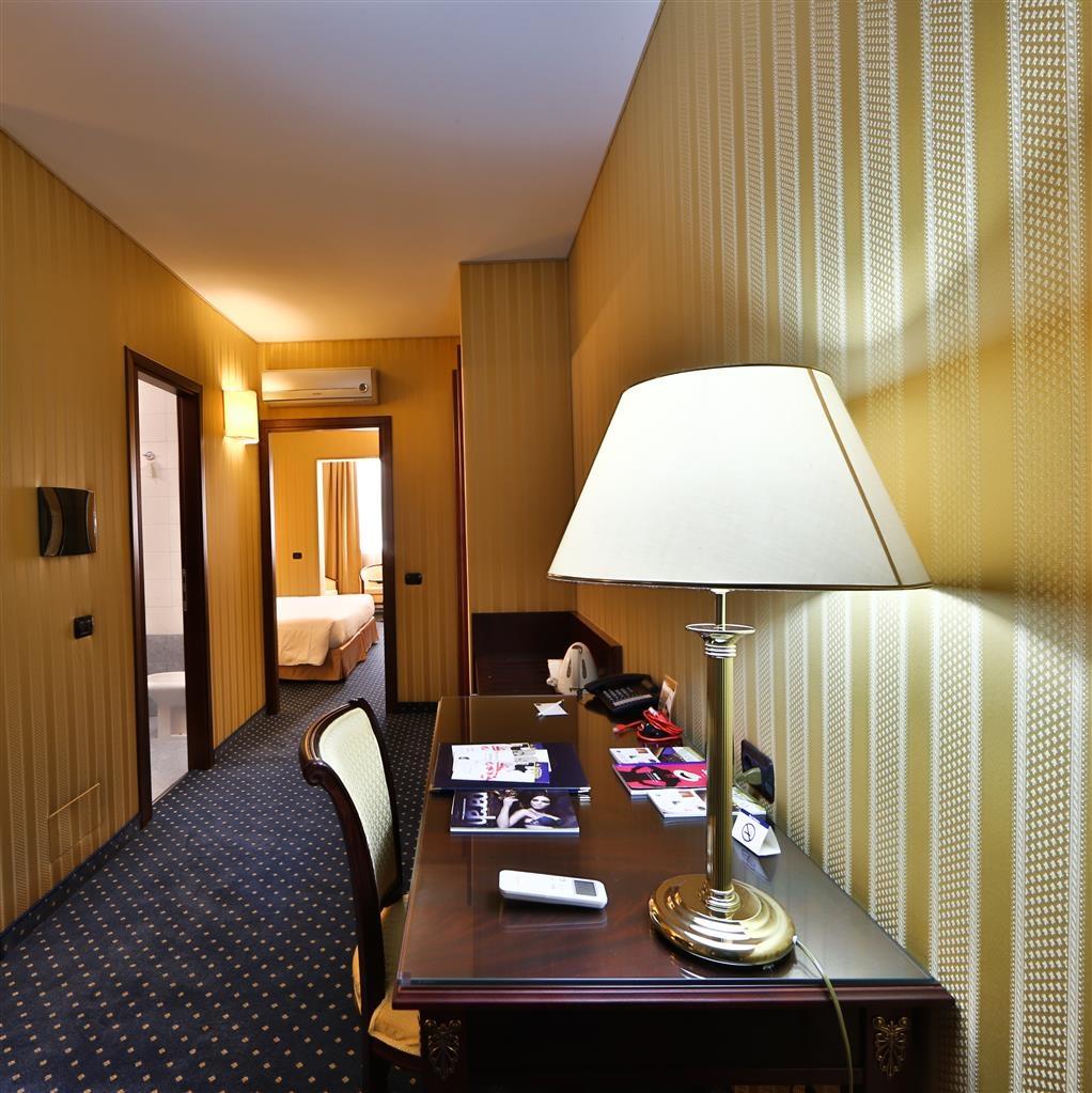 Best Western Hotel Cavalieri Della Corona - King Suite - Living Room