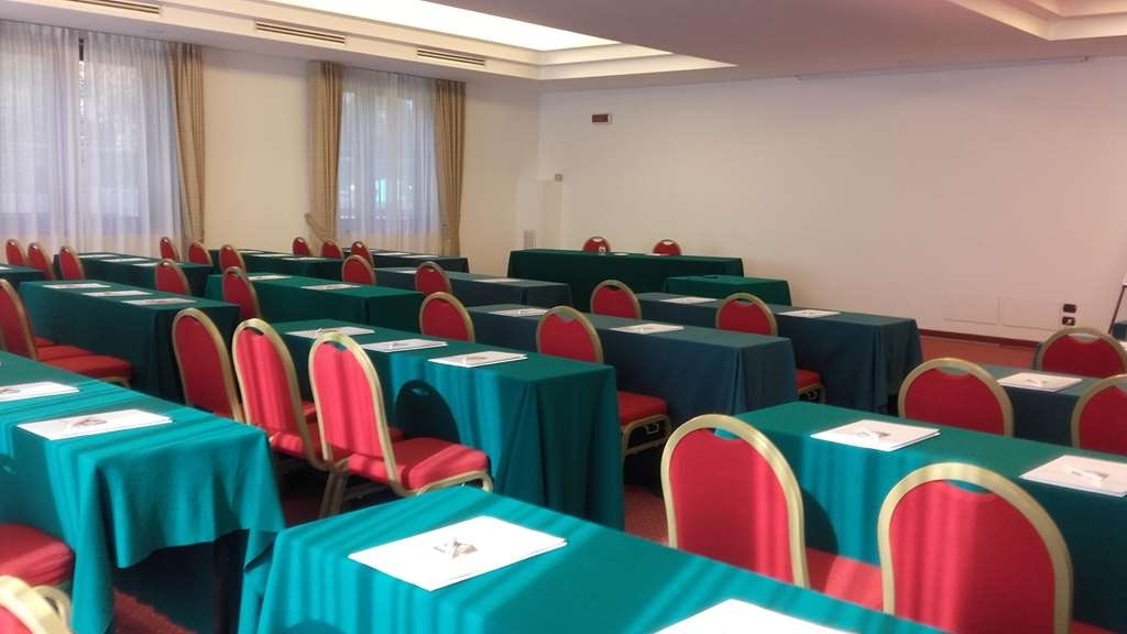 Best Western Hotel Cavalieri Della Corona - Meeting Room Classroom Set-Up