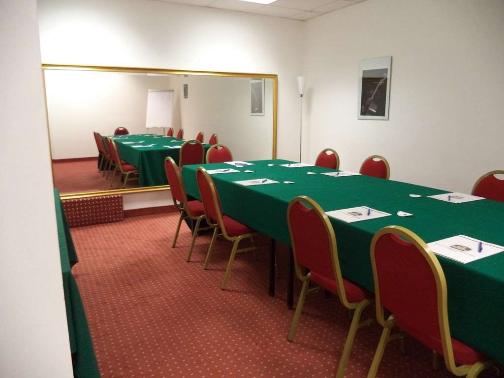 Best Western Hotel Cavalieri Della Corona - Meeting Room Rossini Central Table Set-Up