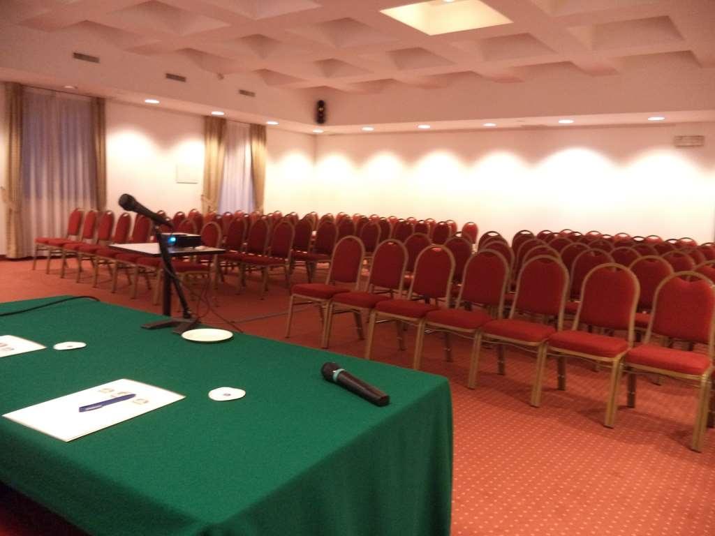 Best Western Hotel Cavalieri Della Corona - sala de conferencias