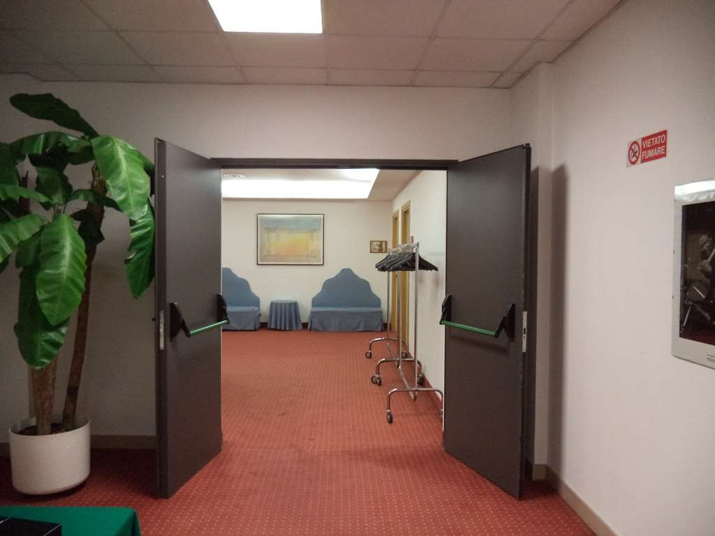Best Western Hotel Cavalieri Della Corona - Meeting Room Foyer
