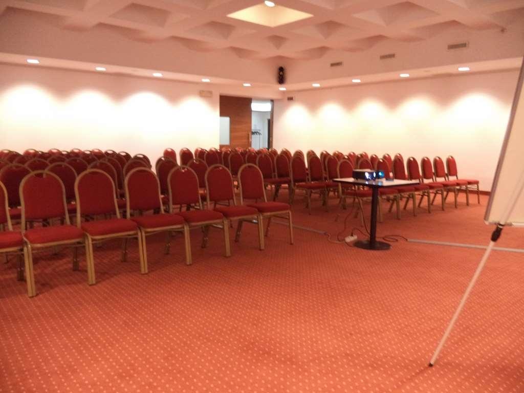 Best Western Hotel Cavalieri Della Corona - Congress Room Vivaldi Theater Setup