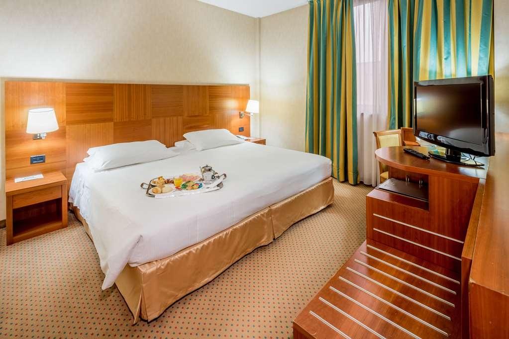 Best Western Hotel Cavalieri Della Corona - COMFORT KING SIZE BED ROOM