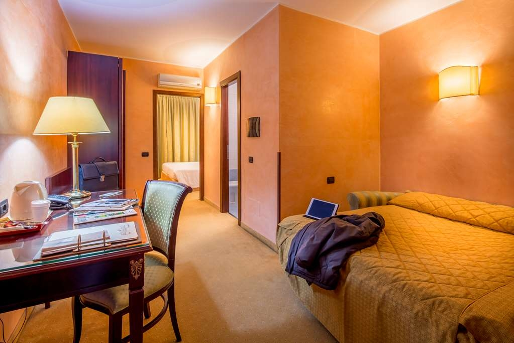 Best Western Hotel Cavalieri Della Corona - FAMILY SUITE WITH SOFA, 40 SM. FOR 4 PEOPLE