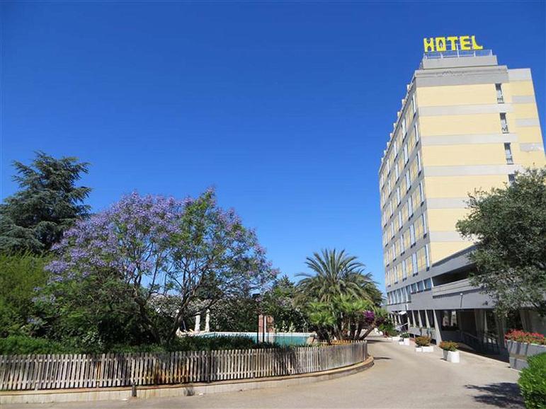 Best Western Hotel HR - Facciata dell'albergo