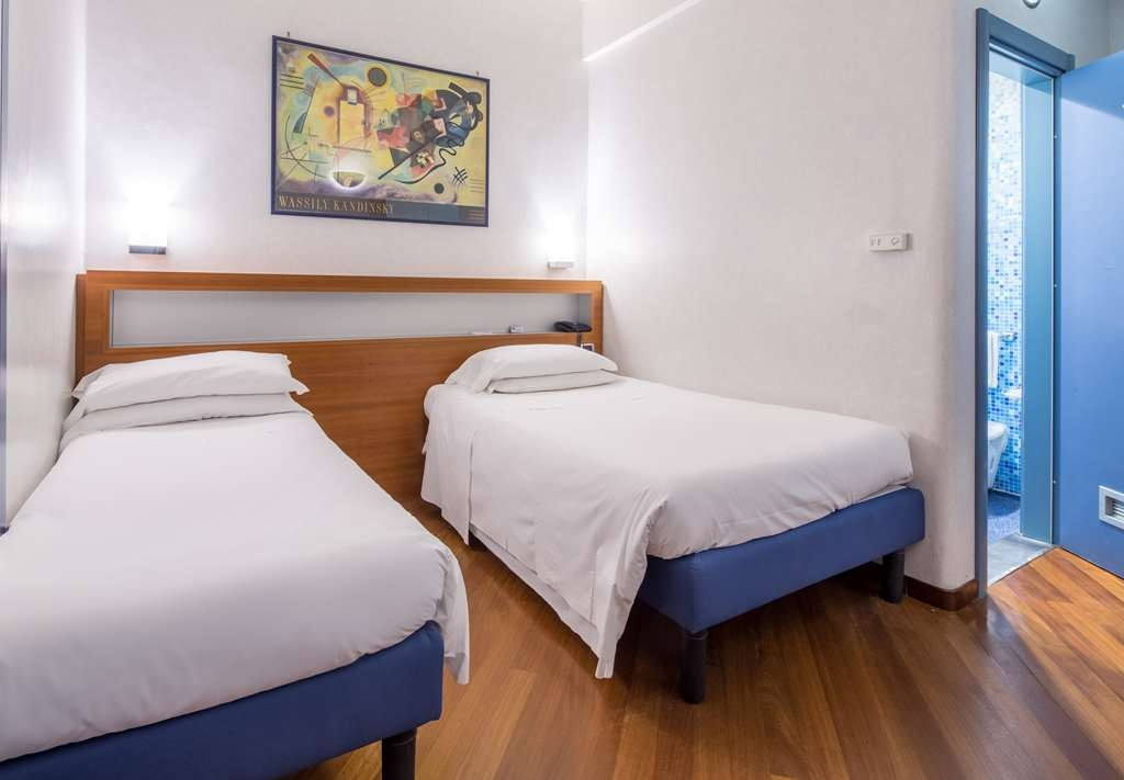 Best Western Hotel Plaza - Superior King/Twin Bed Guest Room